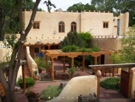 pet friendly hotel in taos